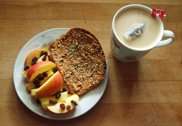 toast with chia and apples
